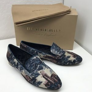 NWT - Burberry Women's Runway Link Loafer